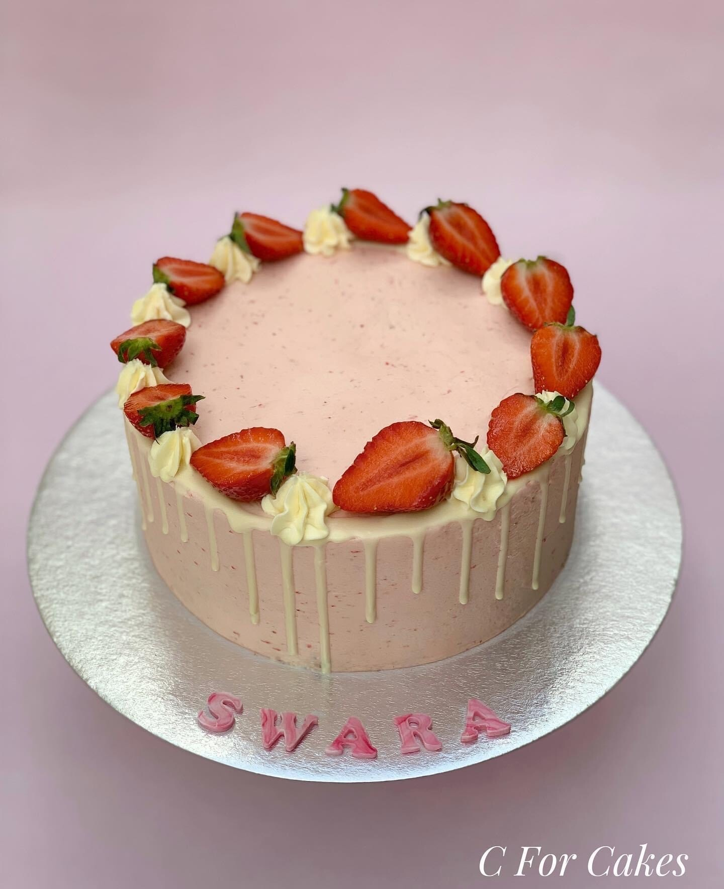 Strawberry Cake – Fresh Fruit and Chocolate Dribbles