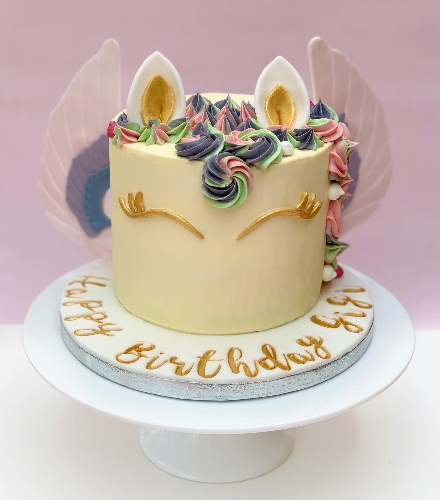 Pegasus Cake with Rainbow Sponge