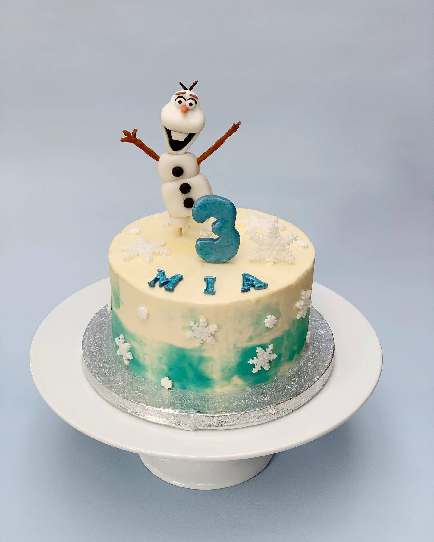 Olaf Birthday cake, Red Velvet and cream cheese buttercream