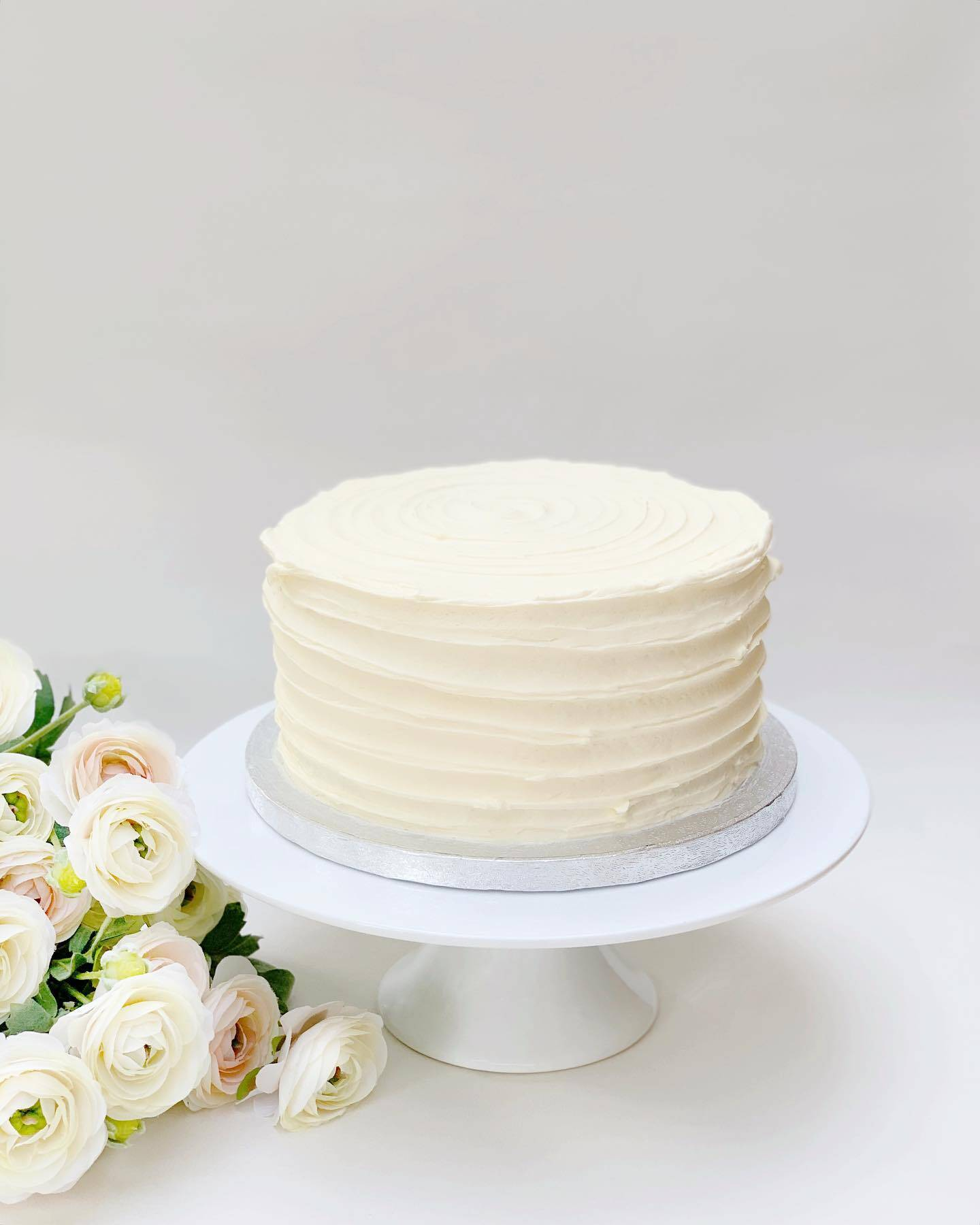 White buttercream textured wedding cake