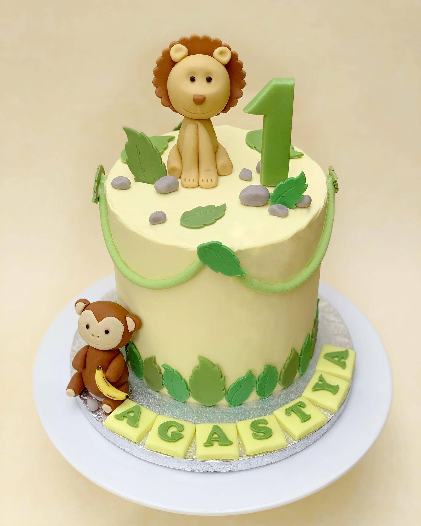 cute Lion cake with soft colours