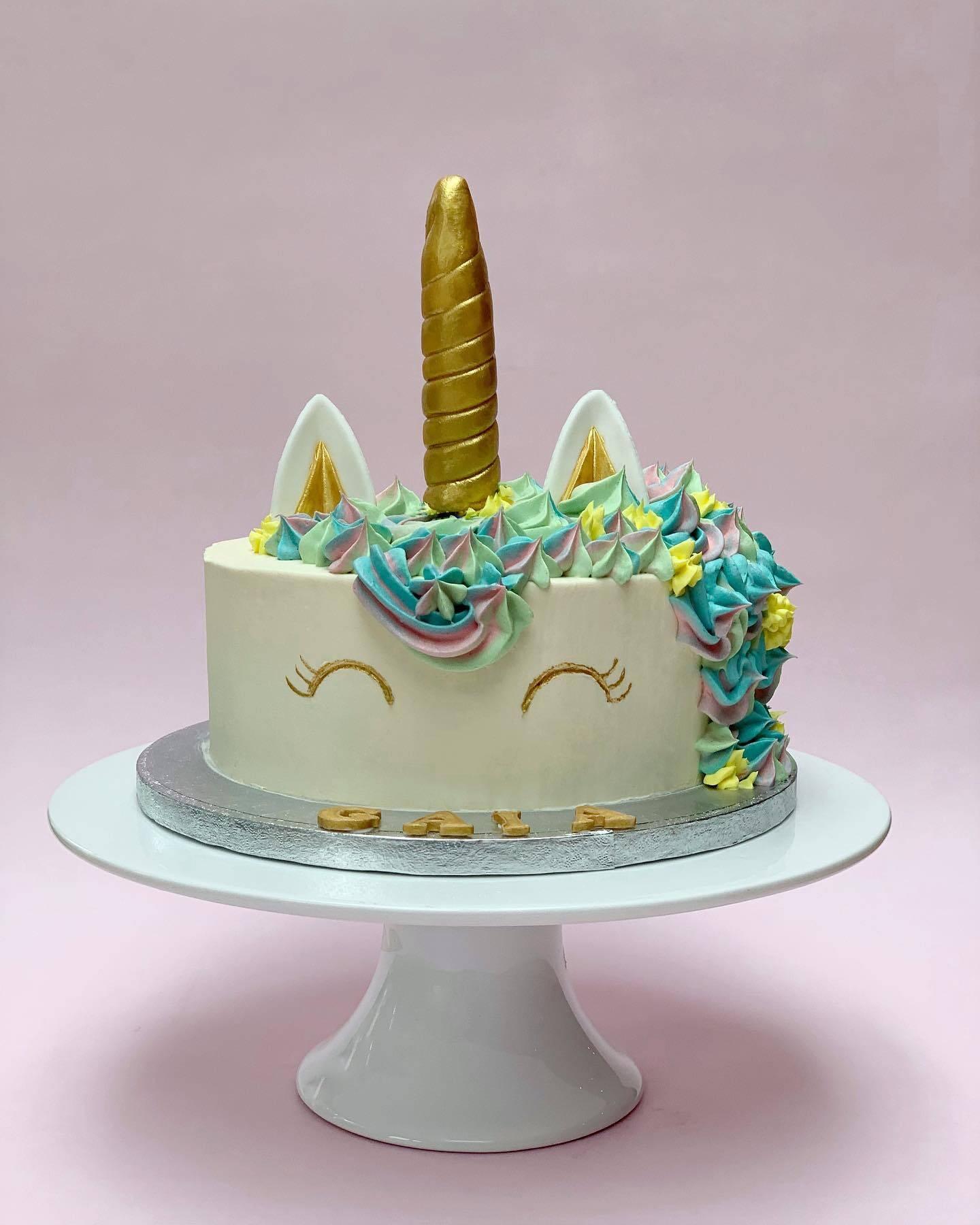 Unicorn Cake Simple and Stylish